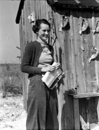 Elizabeth Turner (later Taylor), Brown's Island, N.C., 1938.