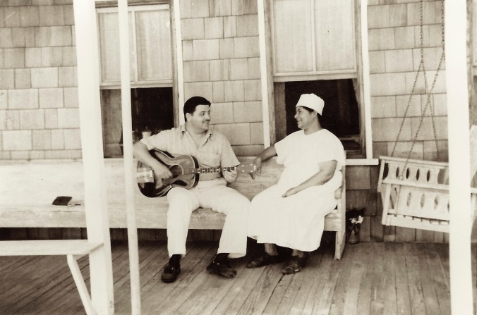 Frank Warner and Sue Thomas, Nags Head, N.C., ca. 1933. From the Frank and Anne Warner Collection, David M. Rubenstein Rare Book & Manuscript Library, Duke University