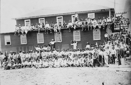 Shipyard workers in Morehead City, N.C., ca. 1918. Courtesy, State Archives of North Carolina
