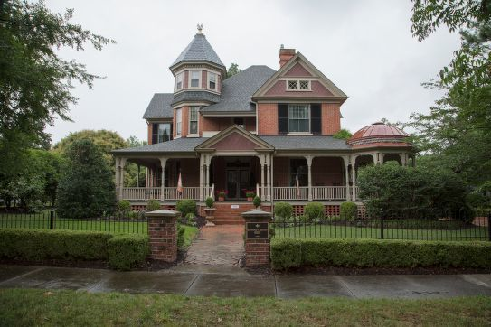 The Heywood C. Privott House (ca. 1900), Edenton, N.C. Courtesy, Library of Congress