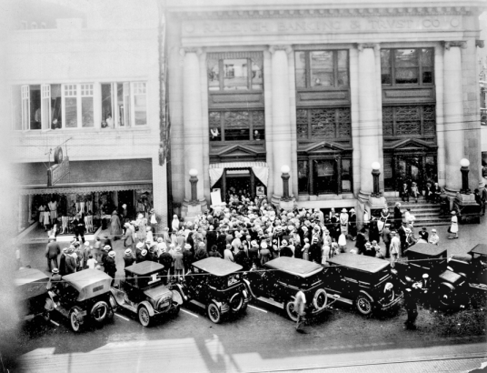 Crowds trying to get their savings from the Raleigh Bank & Trust Co. during a bank run in 1933. Courtesy, NC Office of Archives & History